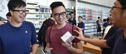 Če želiš kupiti iPhone 7, moraš najprej dati odpoved!