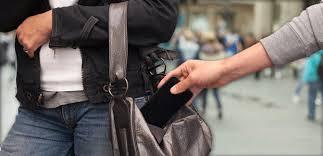Ljubljančanka ostala tako brez iPhona, kot tudi denarja