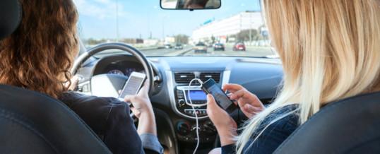 V Sloveniji med vožnjo telefone uporablja kar 75 odstotkov voznikov
